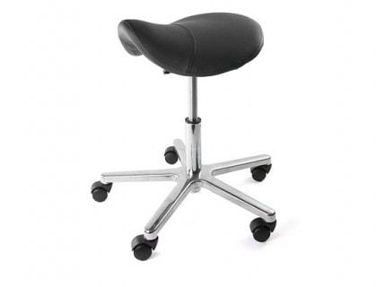 Stühle und Hocker