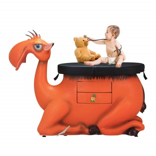 Kozetka pediatryczna w kształcie wielbłąda