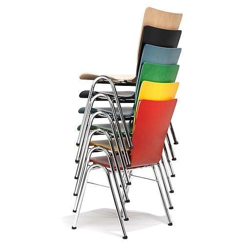 Stapelstuhl aus Buche mit anatomisch ausgeformter Sitzschale