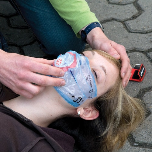 Beatmungsfolie zum Abbau von Hemmungen der Ersthelfer