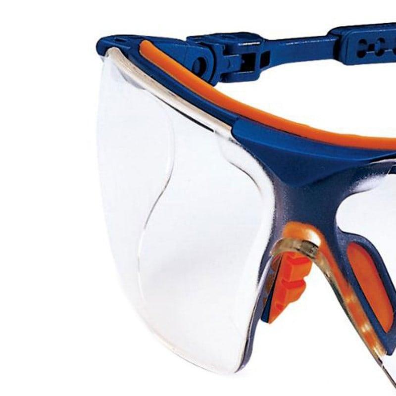 Mit Shock-Absorber im Stirnbereich und Weichkomponenten im Nasenbereich