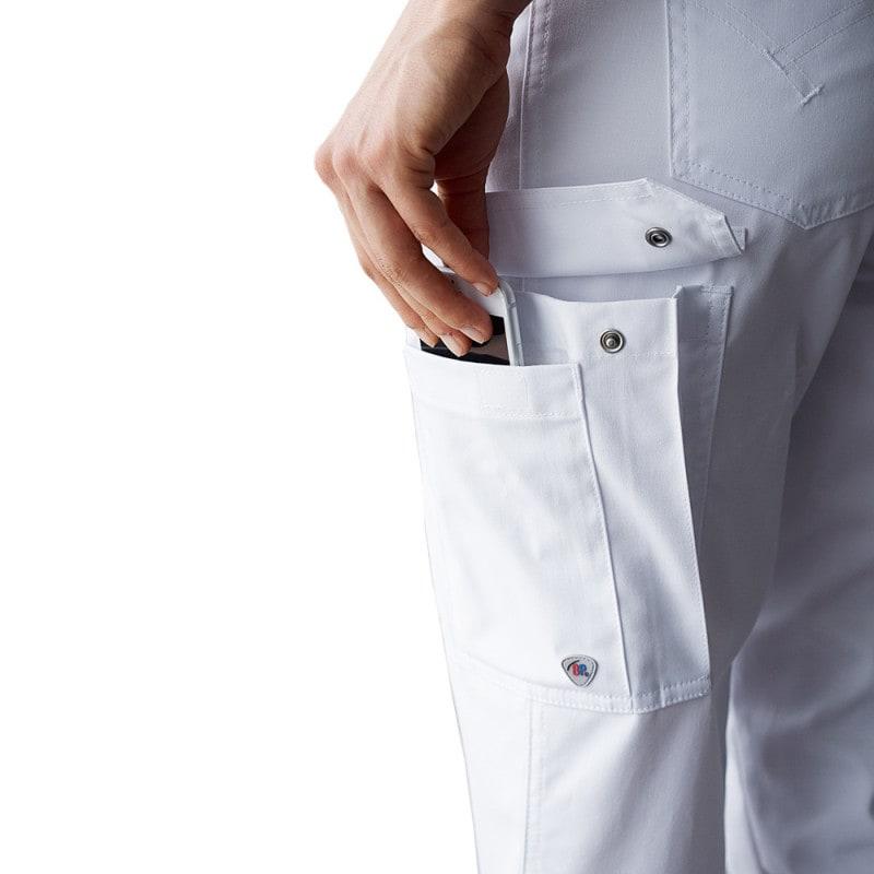 Viele praktische Taschen, z. B. auch zur Unterbringung des Smartphones