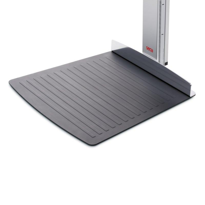 Anti-slip foot mat with heel caliper
