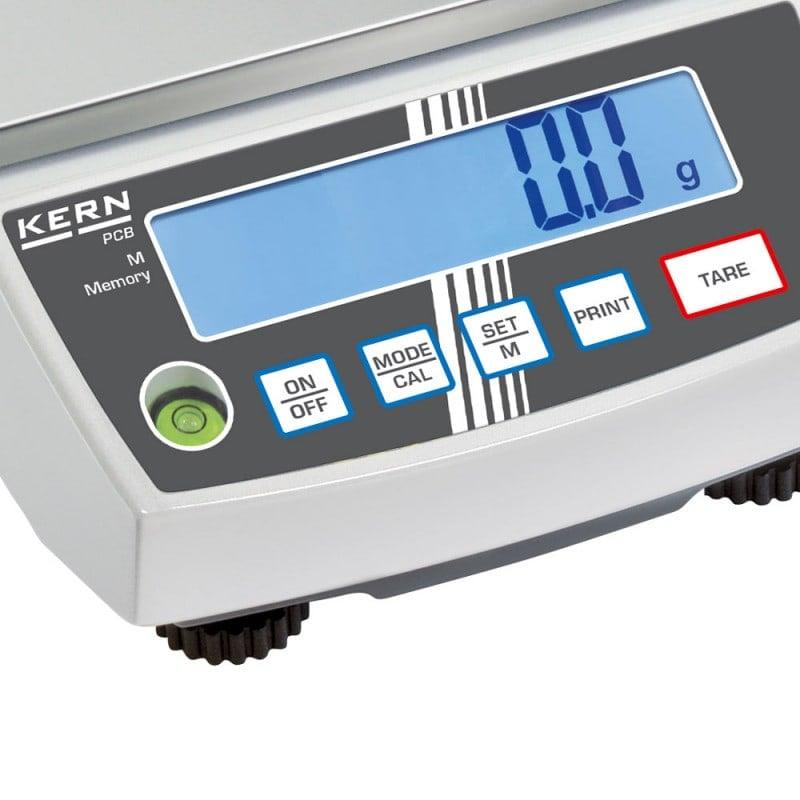 Display LCD retroilluminato con cifre alte 15mm per garantire una ottima leggibilità