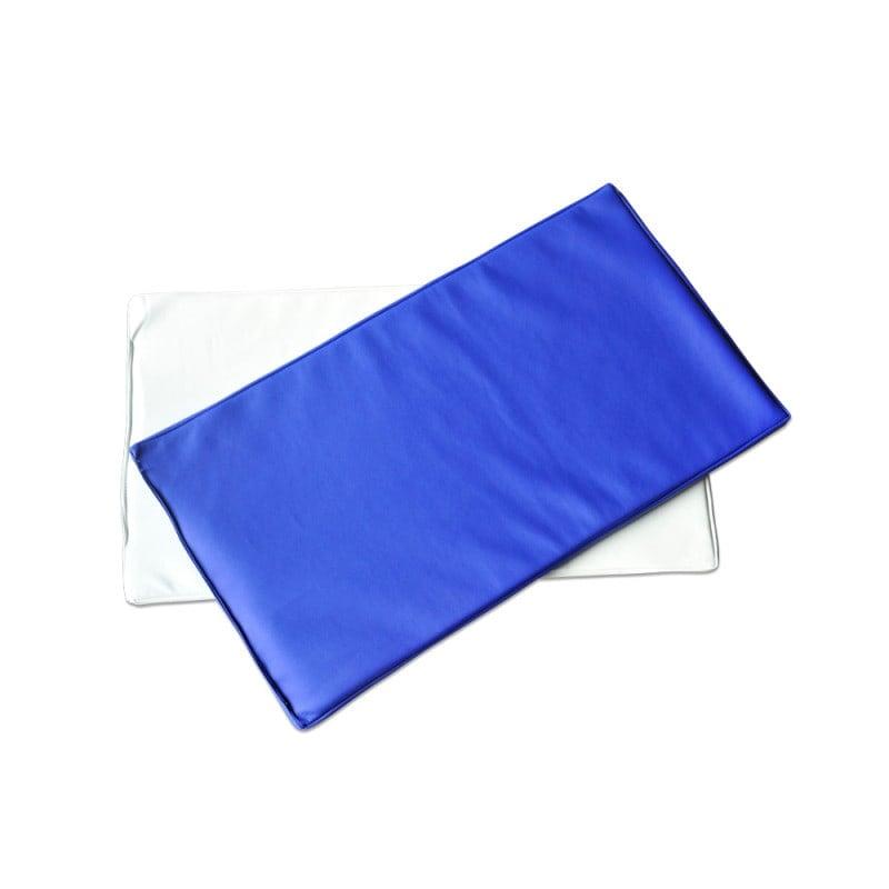 Wahlweise erhältlich mit blauem oder weißem Bezug
