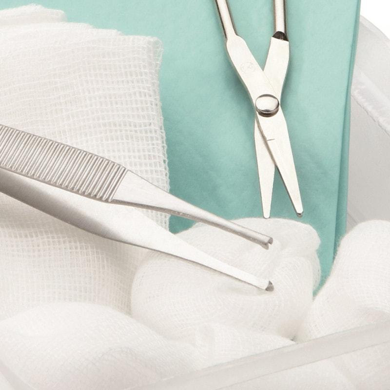 Set de soins de plaies stériles avec ciseaux en métal et pinces Adson