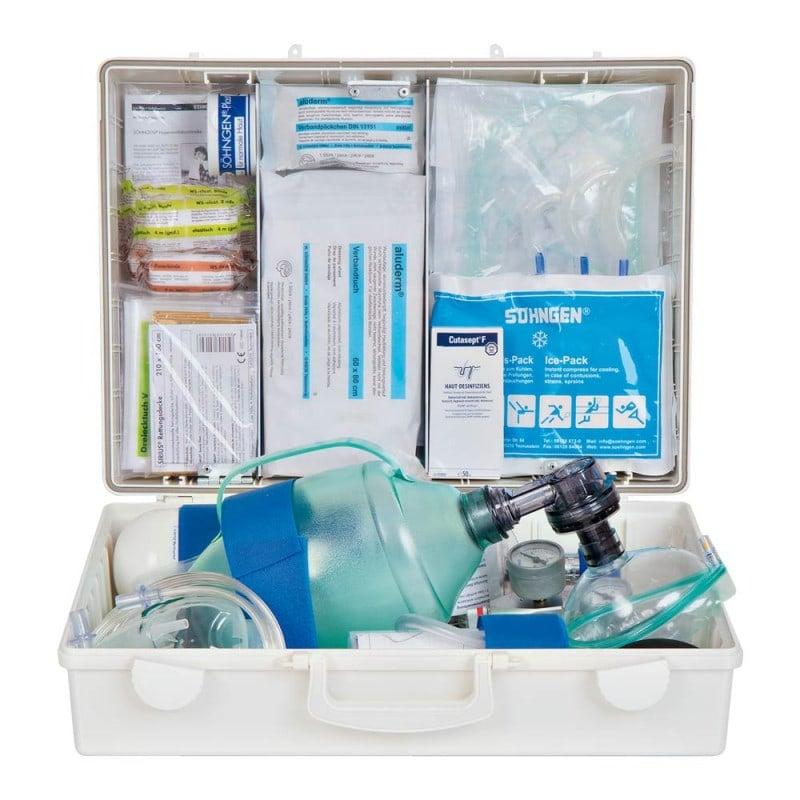 Mit Erste-Hilfe-Ausrüstung gemäß DIN 13157 und zusätzlicher notfallmedizinischer Grundausstattung