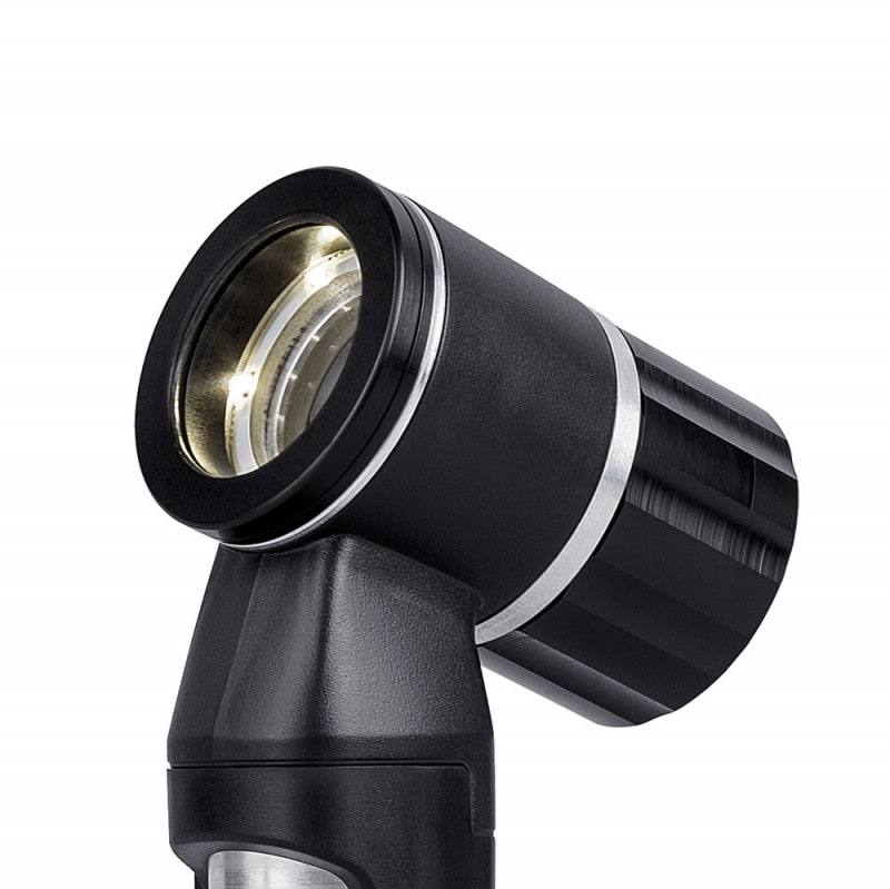 LED dermatoscope with continuous zoom up to 10x magnification