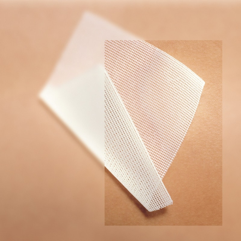 Soft grid tulle made of polyester fibres; air and liquid permeable