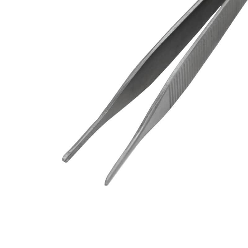 Pinzette aus mattem Stahl zur Vermeidung von Reflektionen