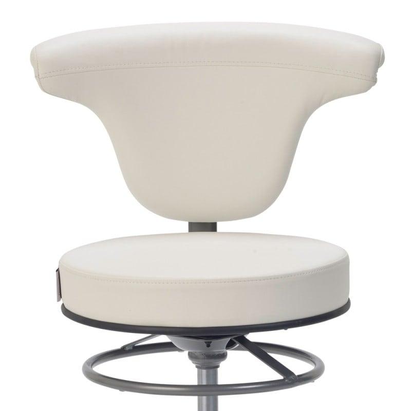 Wygodne wyściełanie oparcia zapewnia wysoki komfort siedzenia
