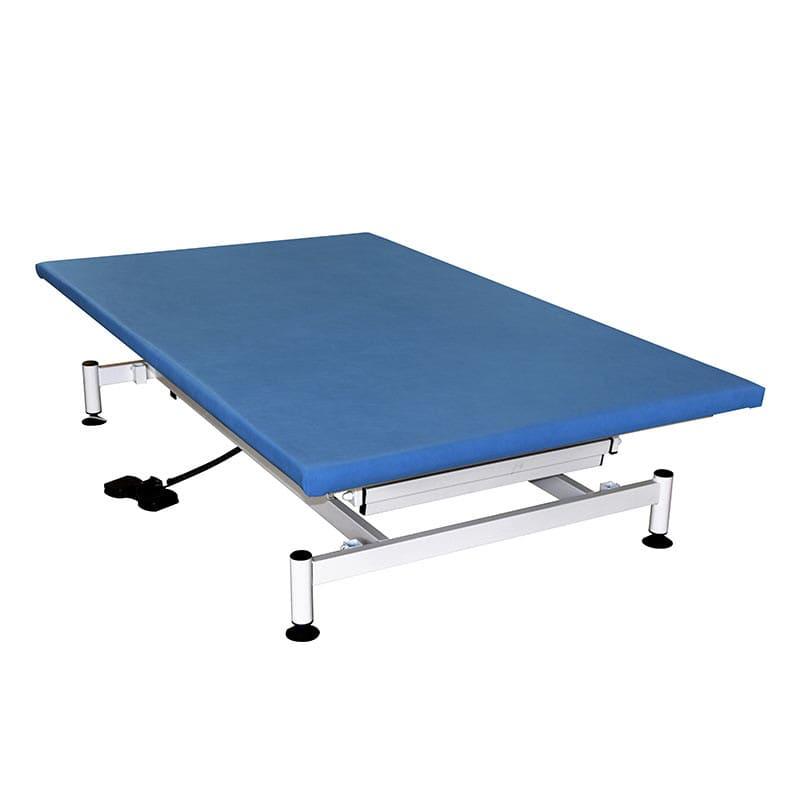 Die Therapieliege ist ist elektrisch höhenverstellbar und bis 220 kg belastbar