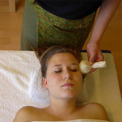 Stemple ziołowe - masaż stemplami