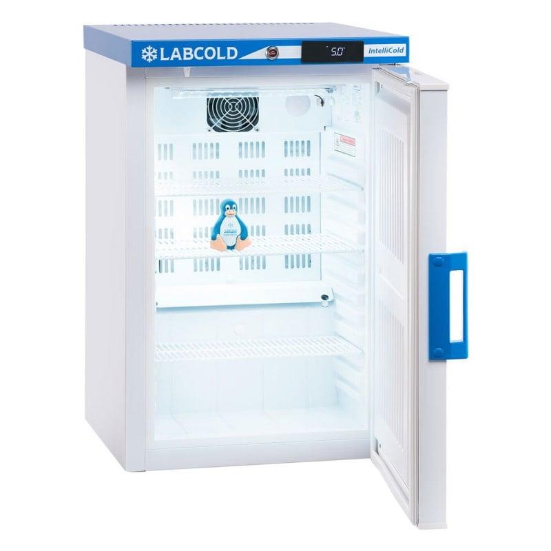 3 Fachböden ermöglichen die übersichtliche Lagerung der kühlpflichtigen Produkte