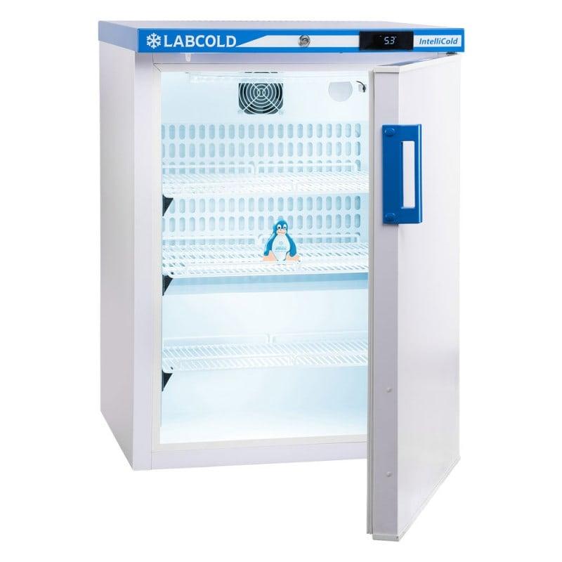 Mit 3 Fachböden zur übersichtlichen Lagerung der kühlpflichtigen Produkte