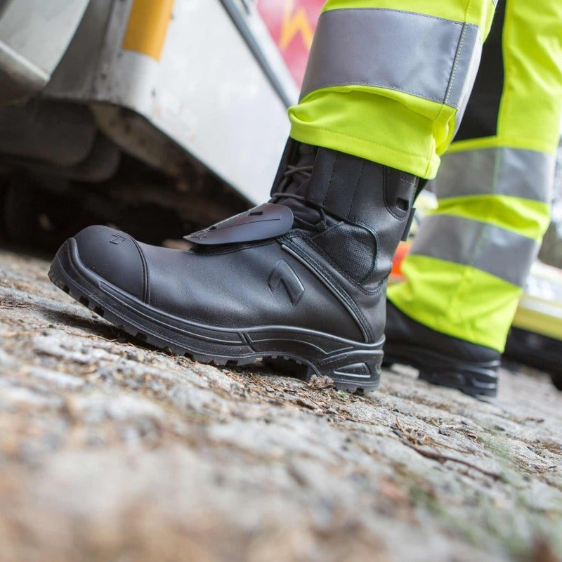 Hoogwaardige laars voor de hulpdiensten, geschikt voor brandbestrijding buiten; ©foto: HAIX