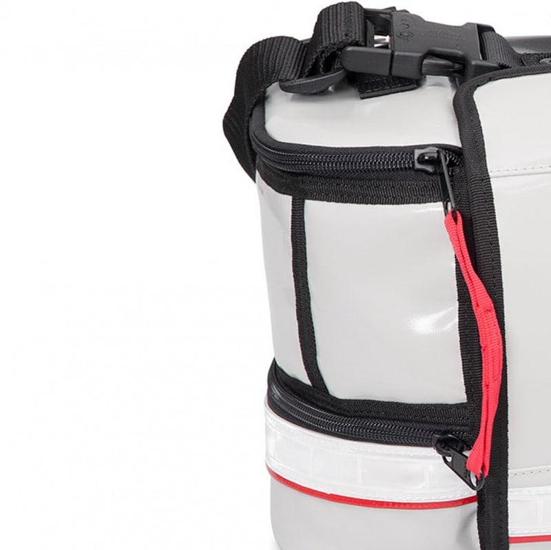 Seitliche Zusatztaschen mit Reißverschluss