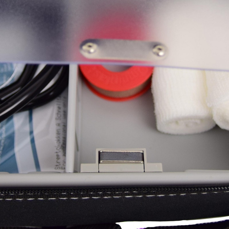 Borsa da medico dotata di blocco in plastica con fissaggio magnetico