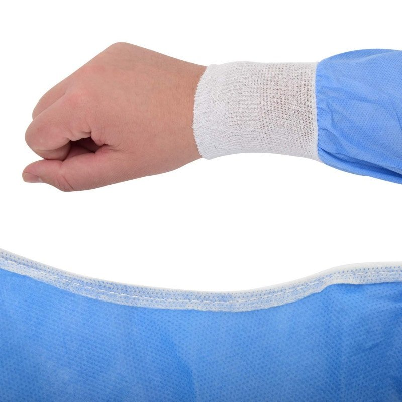 Weicher Halsabschluss und elastische Strickbündchen an den Ärmeln