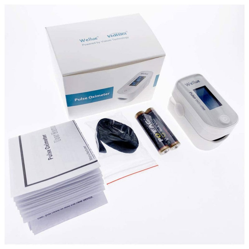 Delivery contents: Pulse oximeter FS20F, 2x AAA batteries, lanyard and instructions for use