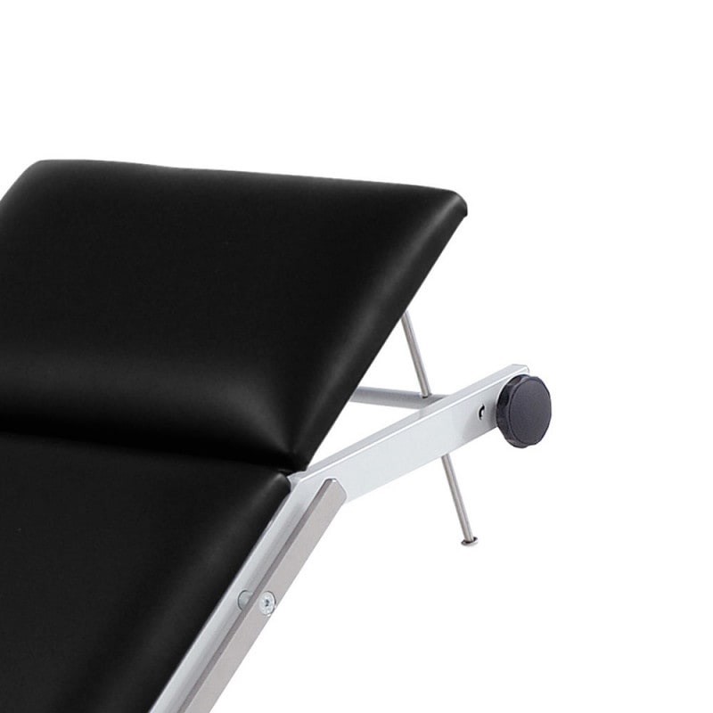 Headrest adjusted via clamp-rod mechanism