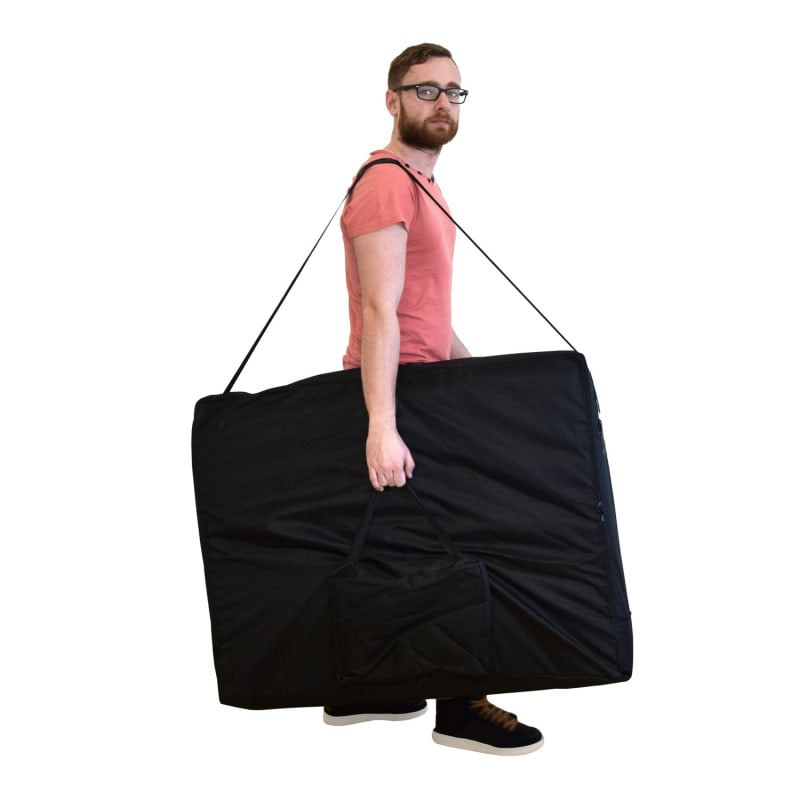 Practical carrying case included
