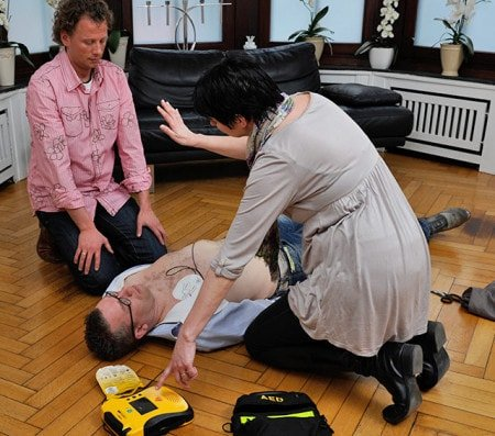 Reanimation with an Automated External Defibrillator (AED)