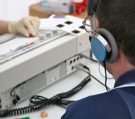 Test auditifs avec les audiomètres