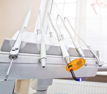Dentalgeräte und Notfallbedarf