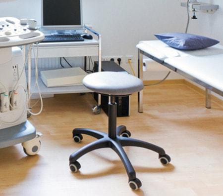 Tabourets pivotants et tabourets roulants pour cabinets, labos et hôpitaux