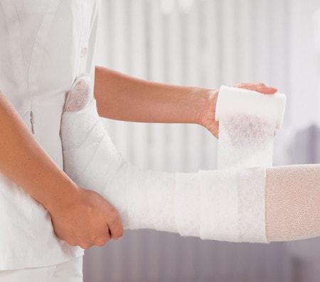 Enveloppement des jambes avec bande de rembourrage