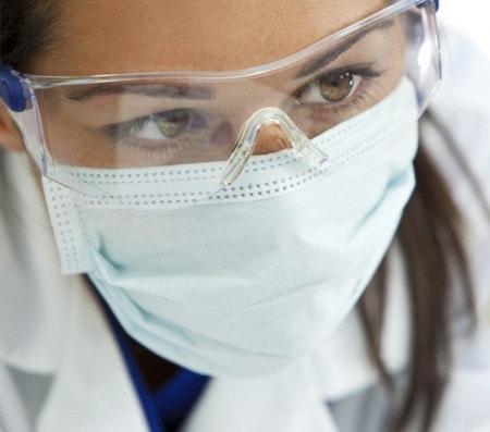 Medizinische Schutzbrille im OP