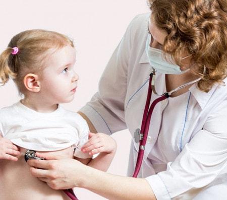 Untersuchung mit dem Stethoskop