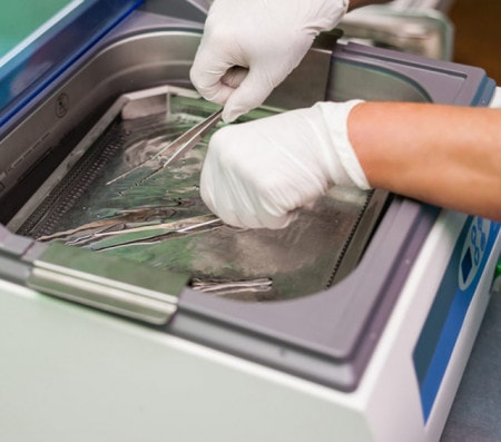 Ultraschallreinigung mit dem Ultraschallreinigungsgerät