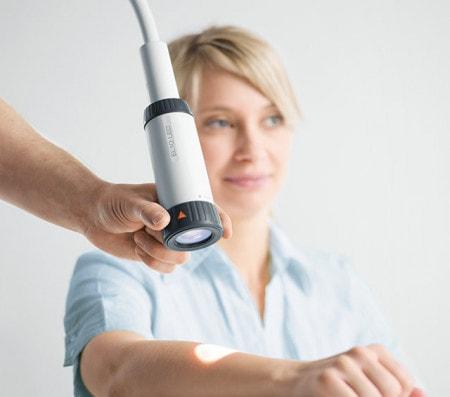 Lampes d'examen pour cabinets médicaux et hôpitaux
