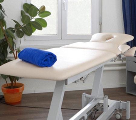 Untersuchungsliege & Behandlungsliege für Physiotherapie, Arztpraxis & Klinik