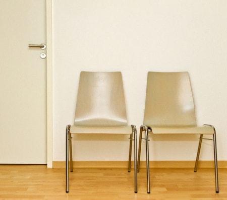 Sedie per sala d 39 attesa praxisdienst for Sedie per sala