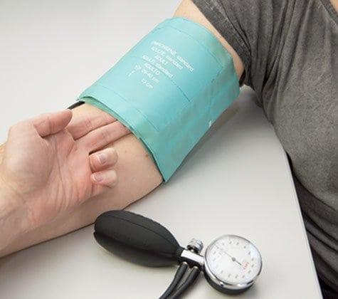 Vérification de la taille du brassard de tension artérielle
