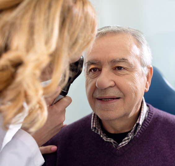Diabetiker beim Ophthalmologen