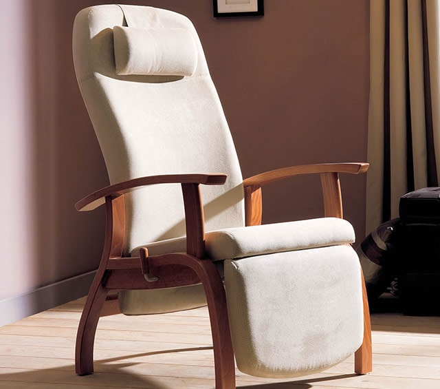 Recliners & Bariatric Chairs for the Hospital, Surgery and Care Facilities