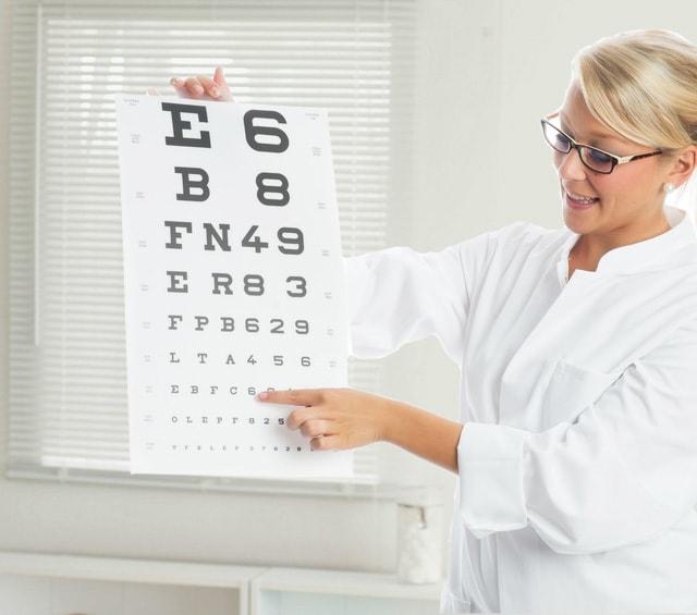 Test visuel avec une échelle optométrique