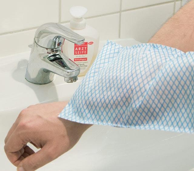 Einwegwaschhandschuhe und Einwegbürsten
